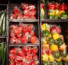 Zijn supermarkten niet ambitieus genoeg of gewoon realistisch als het op plastic aankomt?