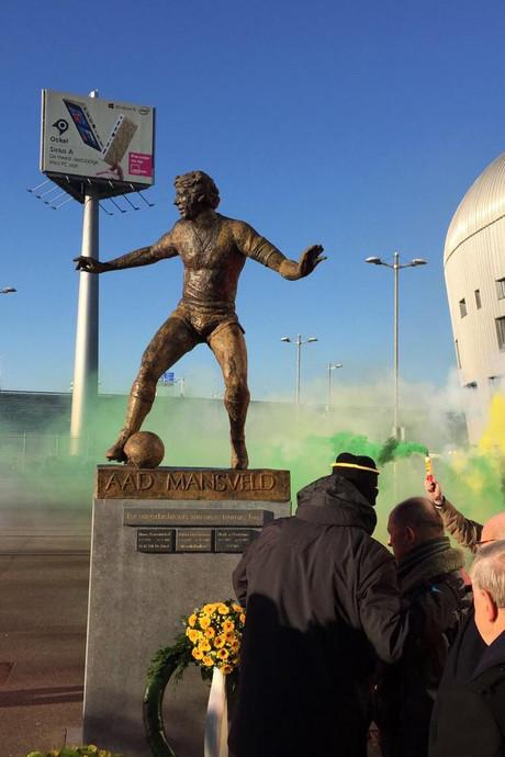 Clubicoon Aad Mansveld geëerd bij ADO-stadion