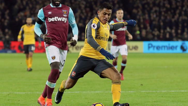 VIDEO: Sanchez blinkt uit voor winnend Arsenal