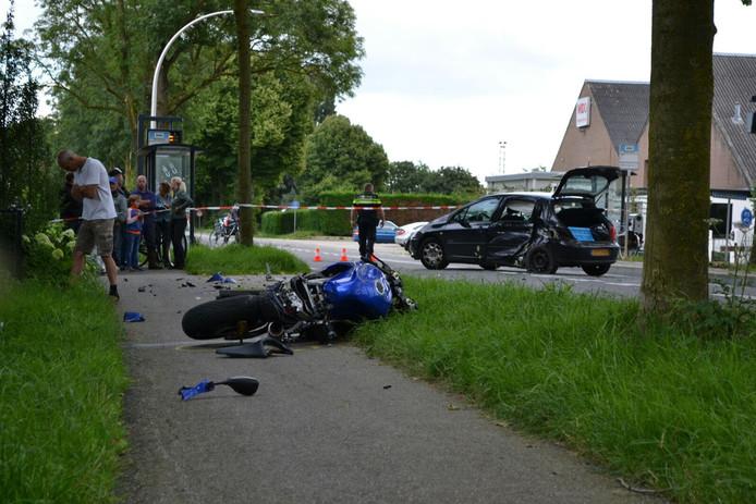 Beide voertuigen liepen fikse schade op door het ongeval.