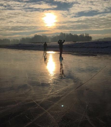 Eerste schaatsers op natuurijs in Gendt