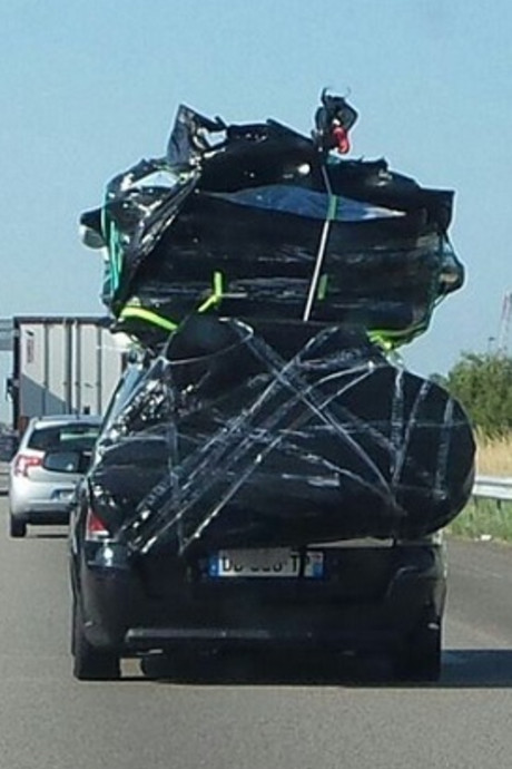 Auto op weg naar Marokko 700 kilo te zwaar beladen