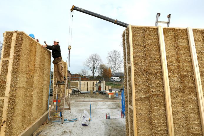 De bouw van de woning in Achterberg.