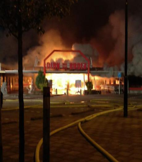 Woede om NL-Alert op vroege ochtend vanwege brand Volendam