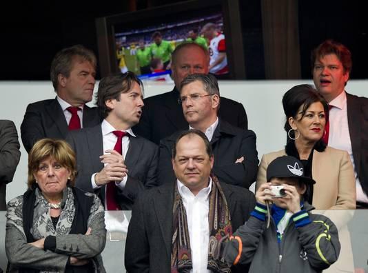 Martin van Geel (midden) op de tribune van Feyenoord.