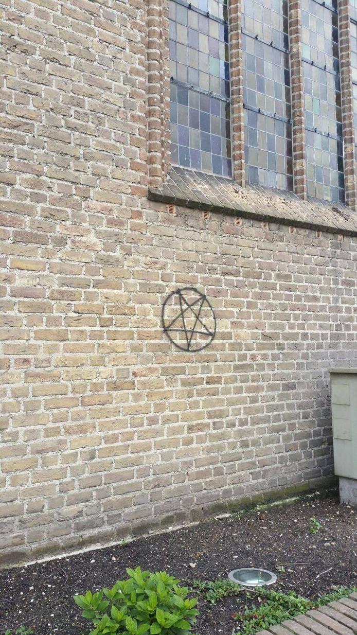 De Heilige Willibrorduskerk in Mill.