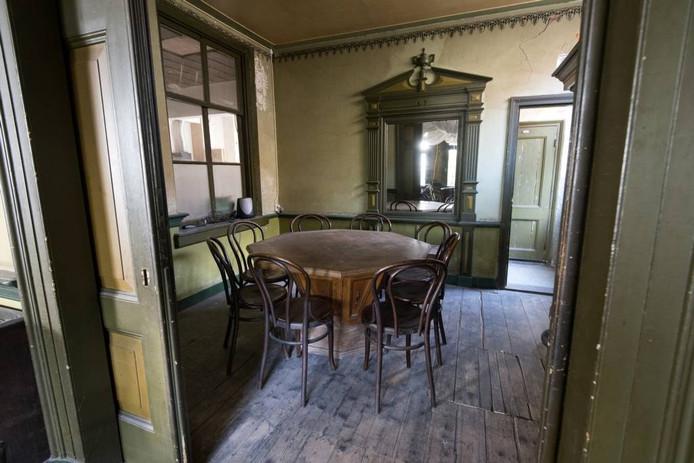 De herenkamer, waar Baron van pallandt van Rozendaal graag een borrel nuttigde. fotos Gerard Burgers