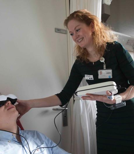 Radboudumc onderzoekt digitale bril voor patiënten tandarts