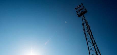 Voetbalclubs proberen de kosten in de hand te houden