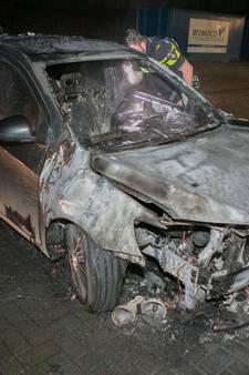 Geparkeerde auto in brand in Huissen