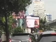 Enorm scherm in Jakarta toont porno in plaats van reclame
