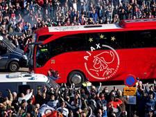 Binnenhalen Ajax-bus in Rotterdam blijkt flinke klus