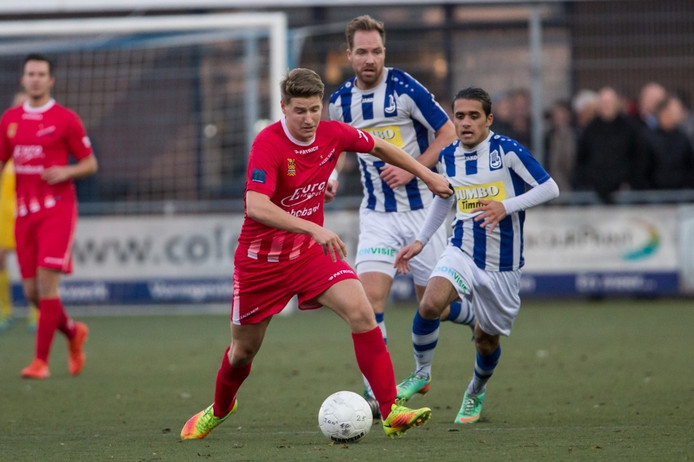 Excelsior Maassluis, Excelsior Maassluis speler Daan Blij in duel met Lienden speler Milad Intezar.