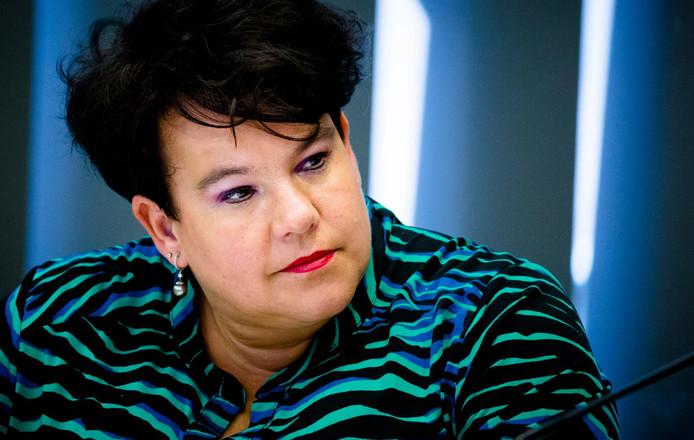 PvdA-staatssecretaris Sharon Dijksma blijft onder druk van haar partij in de politiek.