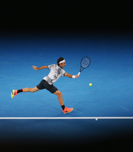 Roger Federer in blakende vorm naar halve finale