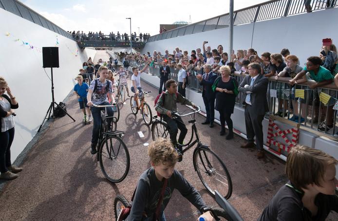De officiële opening van de fietstunnel onder het spoor Utrecht-Arnhem in Ede.