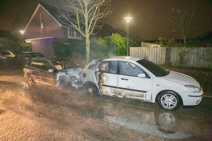 Beide auto's hebben aanzienlijke schade opgelopen.