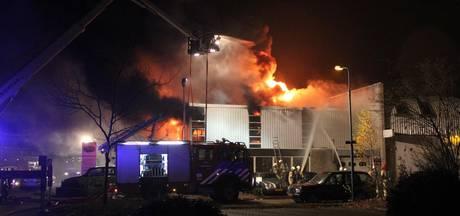 Uitslaande brand bij autobedrijf in Baarn