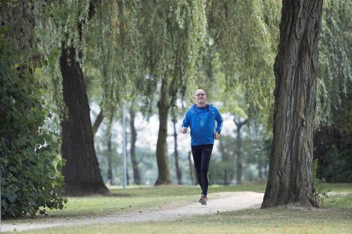 Gerard Pijnenburg aan het mindfulhardlopen. Foto: Jan van den Brink