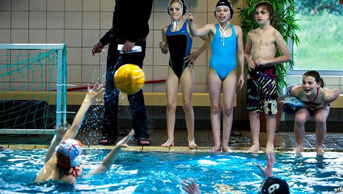 Zwembad octopus krijgt toren met glijbaan amersfoort - Zwembad toren in kiezelsteen ...