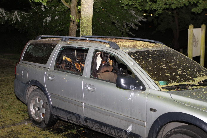 Het vuur heeft veel schade aangericht in de auto