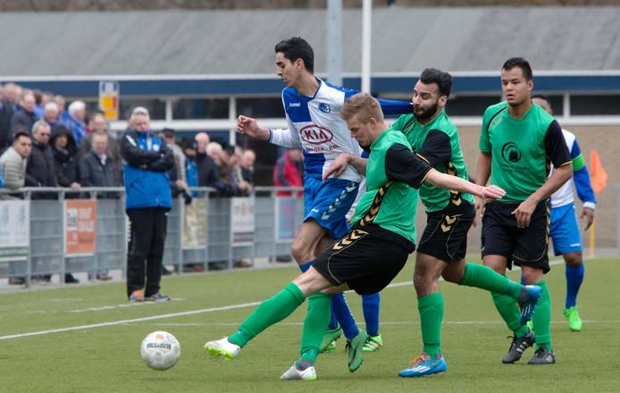 Anouar Tmim, hier te zien in eerder duel, scoorde vandaag voor DTS Ede. Archieffoto Herman Stöver