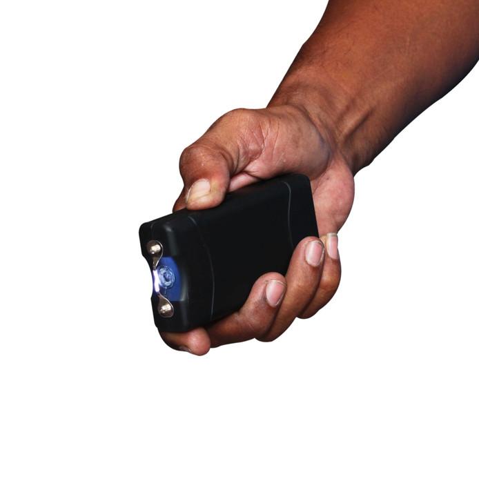Voorbeeld van een stroomstootwapen, oftewel een taser.