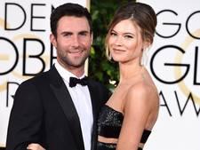 Schattig kiekje: Adam Levine en zijn pasgeboren dochter