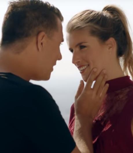 Jan Smit flirt met Marieke Elsinga in nieuwe clip