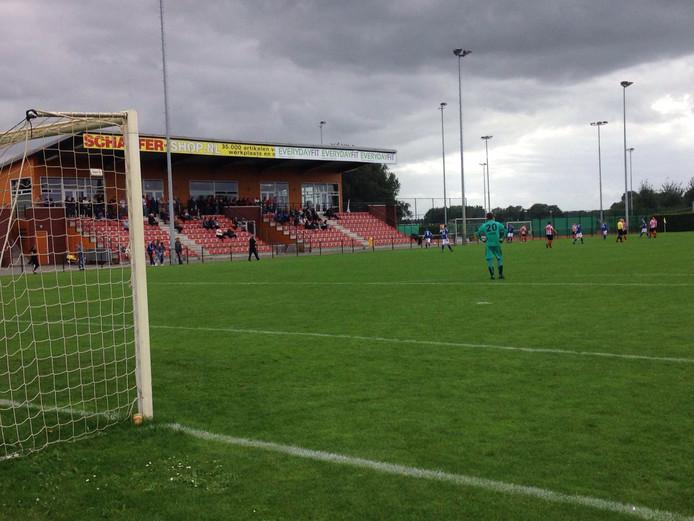 Bij GVA staat de spits in het goal door blessure van de keeper. Foto: Dave Aalbers