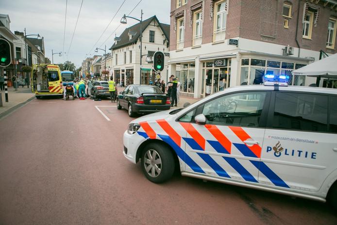 Botsing op de Hoofdstraat in Velp.