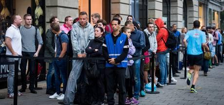 Wachtrijen in Amsterdam bij Apple Store voor iPhone 7