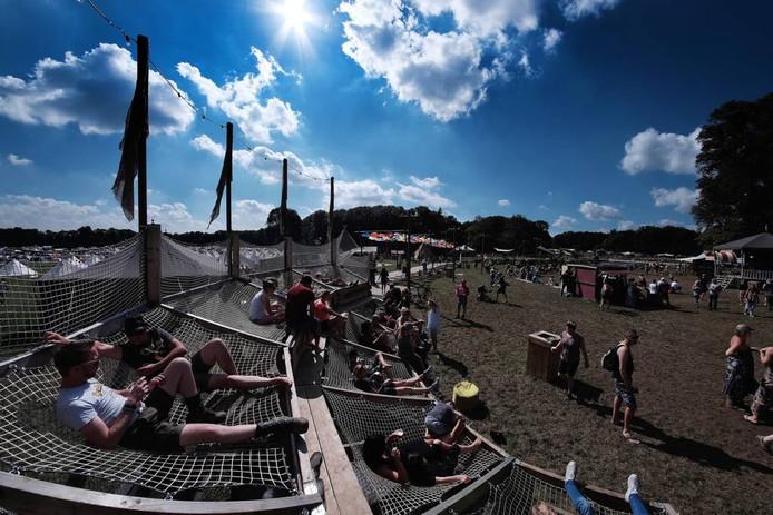 Zonnig weer, een hangmat en een drankje erbij, dat is festival Mañana Mañana.