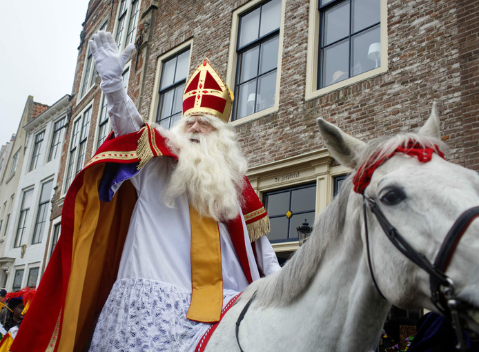 Sinterklaas op paard Amerigo.