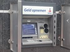 Boeven boren gaten in geldautomaat in Puttershoek