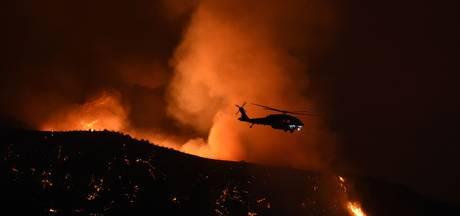 Californië krijgt bosbrand nabij LA moeilijk onder controle