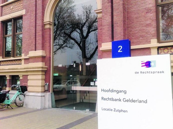De rechters in Zutphen vonnisten conform de eis: 30 maanden cel voor de Winterswijker. Foto DG