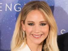 Man slaat bijna te pletter door jeukende billen Jennifer Lawrence