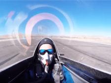 Stuntpiloot filmt bijna onthoofding