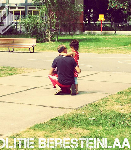 Wijkagent legt hereniging vader en dochtertje vast