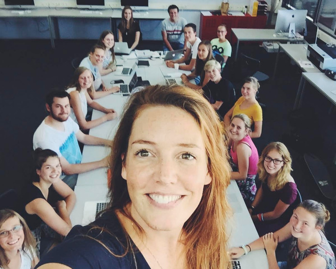 Merel Brugman met een selfie met haar klas.