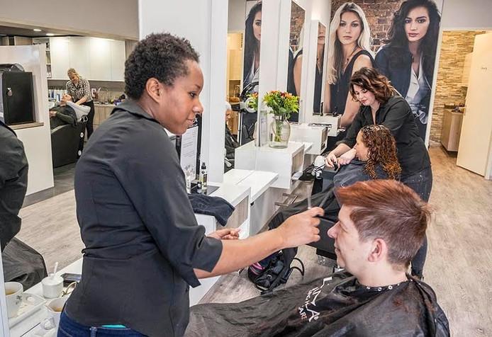 Kapsalon Hairforce 1 uit Gennep is de beste kapsalon van Nederland.