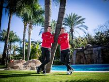 NEC'ers facetimen, kaarten en spelen Playstation in Marbella