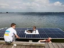 TU Solar Boat in haven Rotterdam