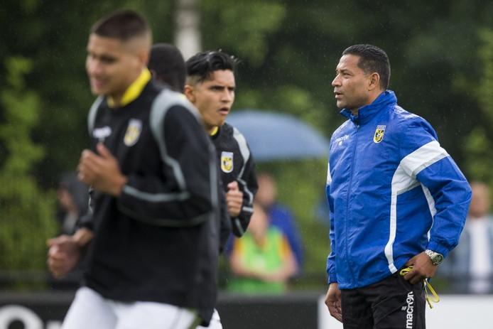 Henk Fraser (rechts) tijdens de eerste training van Vitesse.
