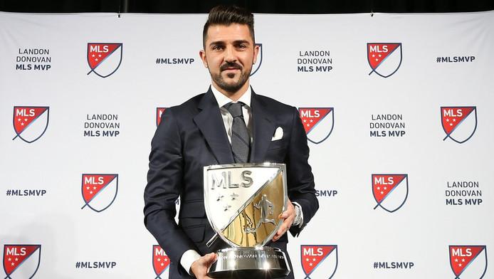 David Villa met zijn MVP Award.