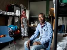 Leusdense vluchtelingen zoeken koffers en tassen