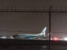 Vliegtuig Trumps running mate Pence slipt van landingsbaan