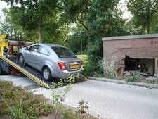 Dronken automobilist rijdt schuur Schiedam binnen