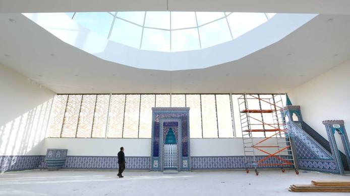 Interieur van de nieuwe moskee in Ede.